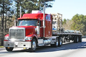 Flatbed Truck Services LTL Truck